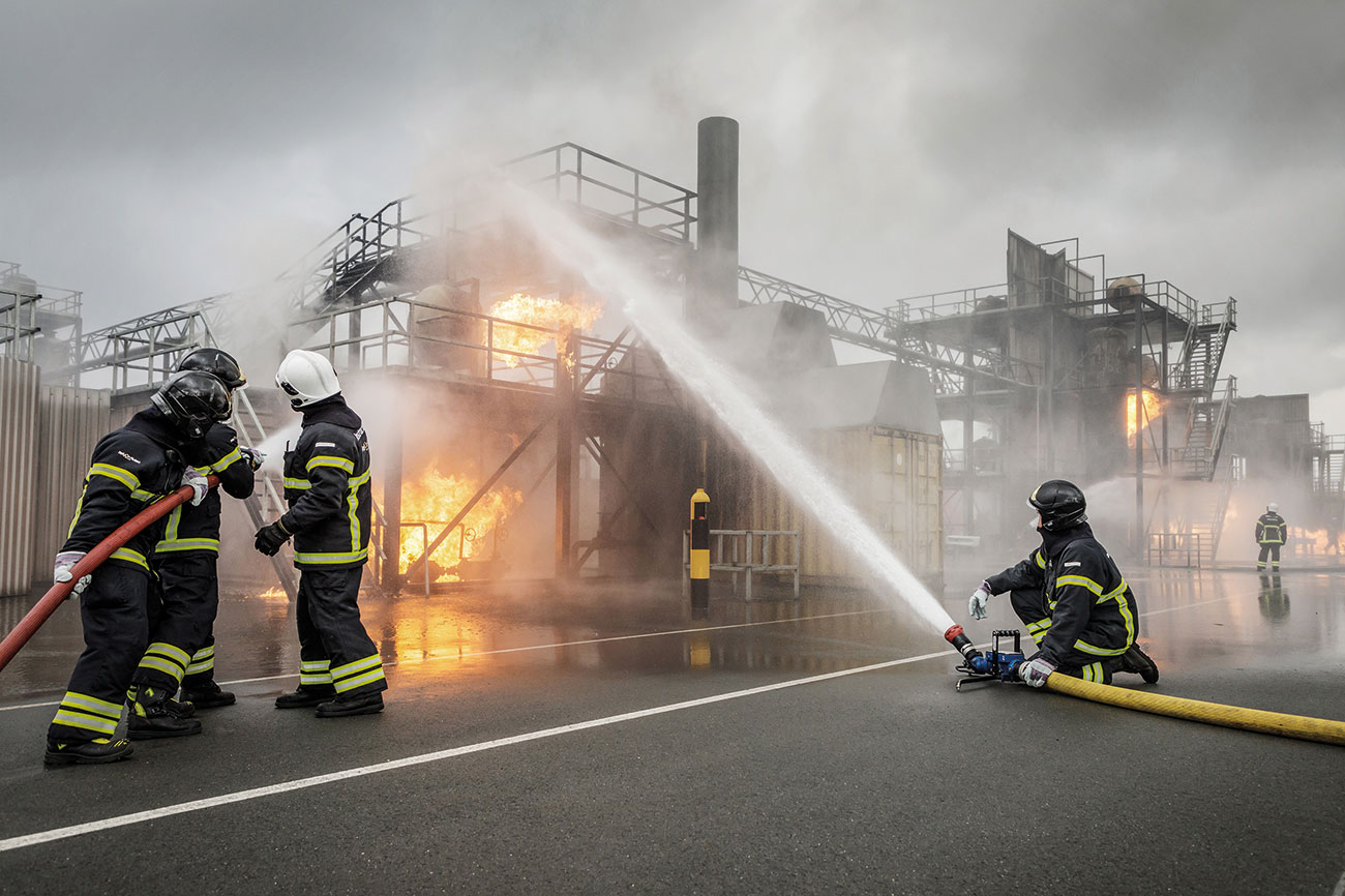 Combine training in the virtual control room with live fire training simulators.